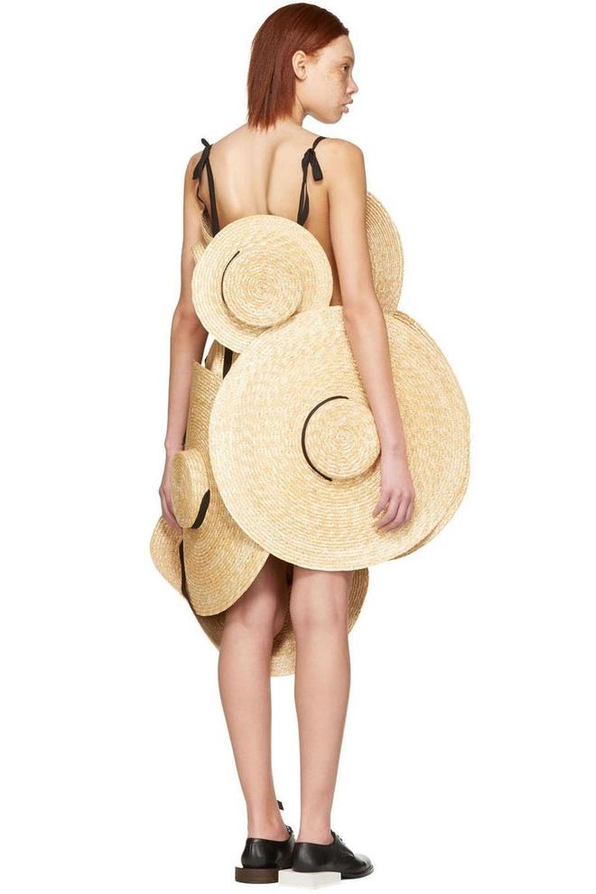Chỉ ai thừa tiền mới bỏ ra 69 triệu đồng để mua chiếc váy được kết từ mũ cói! - Ảnh 3.