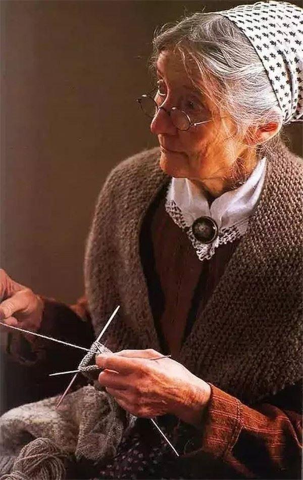 Ngôi nhà cổ tích có thật của bà cụ 92 tuổi khiến ai ai cũng phải trầm trồ, ước mơ - Ảnh 3.