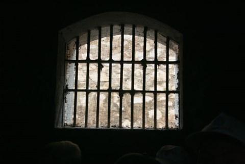 Thảm cảnh những người chuyển giới ở Azerbaijan: Bị tra tấn tàn nhẫn và sống chen chúc trong căn hầm chật hẹp - Ảnh 3.