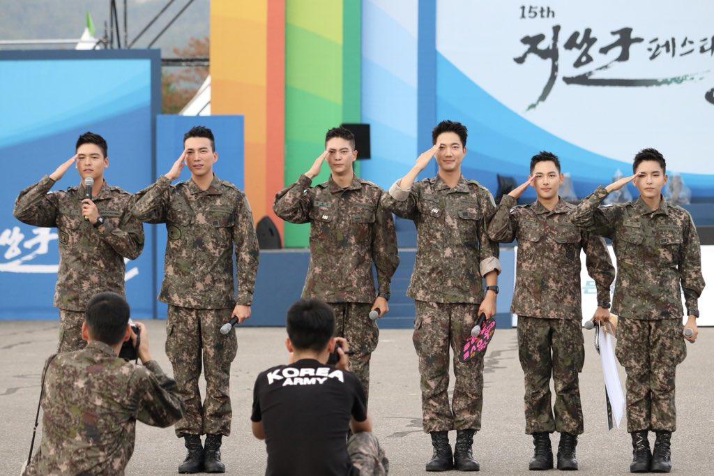 Biệt đội mỹ nam hàng đầu xứ Hàn trong quân ngũ thành hiện tượng vì đẹp hơn cả Hậu duệ mặt trời - Ảnh 3.