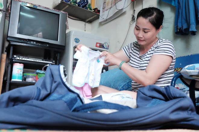 Nhặt được em bé sơ sinh trước cổng chùa, người phụ nữ giúp việc mang về nuôi nấng yêu thương - Ảnh 3.