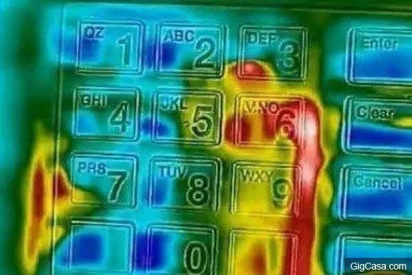 Tại sao cây ATM lại sử dụng bàn phím kim loại, câu trả lời sẽ khiến bạn giật mình - Ảnh 3.