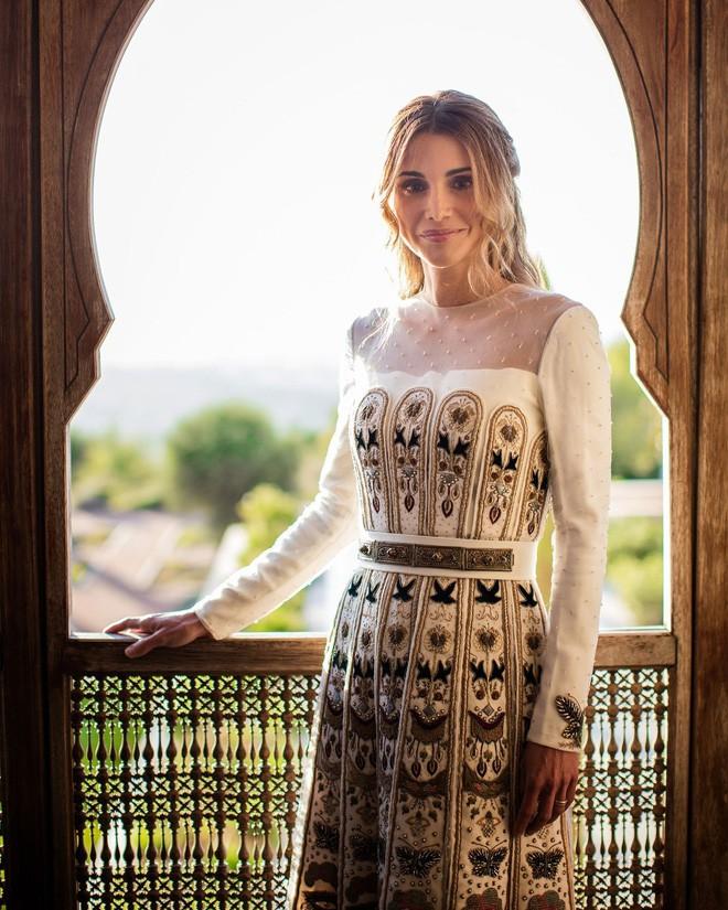 Hoàng hậu xứ Jordan - Biểu tượng của sắc đẹp, trí tuệ và phong cách thời trang của thế giới - Ảnh 4.