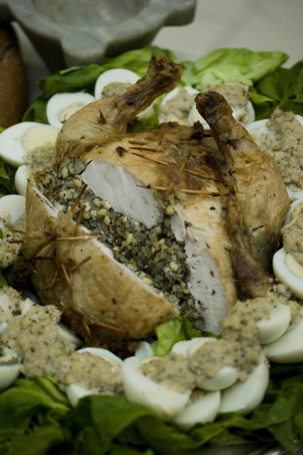 Thịt gà nhồi - một trong những món ăn theo công thức của Apicius