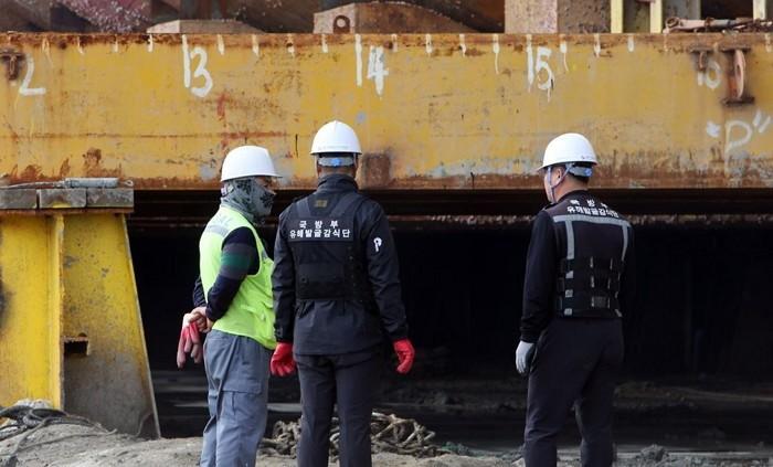 Sau 4 năm ròng rã, 5 gia đình nạn nhân cuối cùng trong vụ chìm phà Sewol đồng ý dừng công việc tìm kiếm - Ảnh 3.