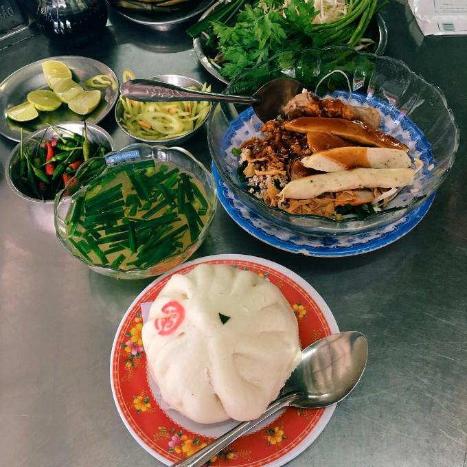 Những quán ăn ruột nhà Hari - Trấn Thành từ Sài Gòn ra đến Hà Nội - Ảnh 3.