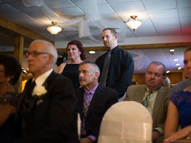 Vợ cũ cùng con riêng của chồng đến dự hôn lễ, cô dâu lên tiếng phát biểu khiến ai cũng khóc rất nhiều - Ảnh 3.