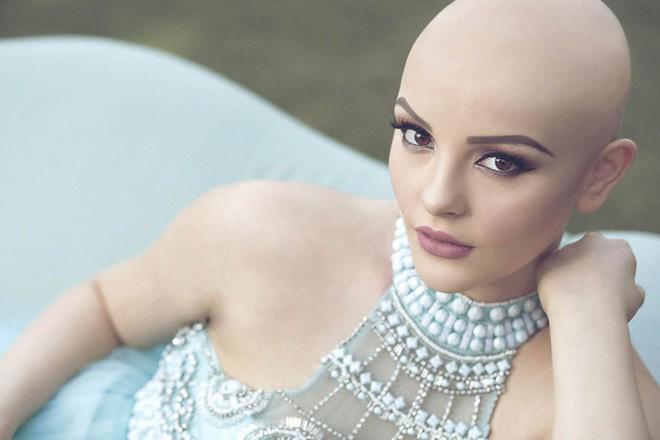 Cô gái 17 tuổi xinh như búp bê cắt trụi tóc để chụp ảnh, biết được sự thật ai cũng nể phục - Ảnh 3.