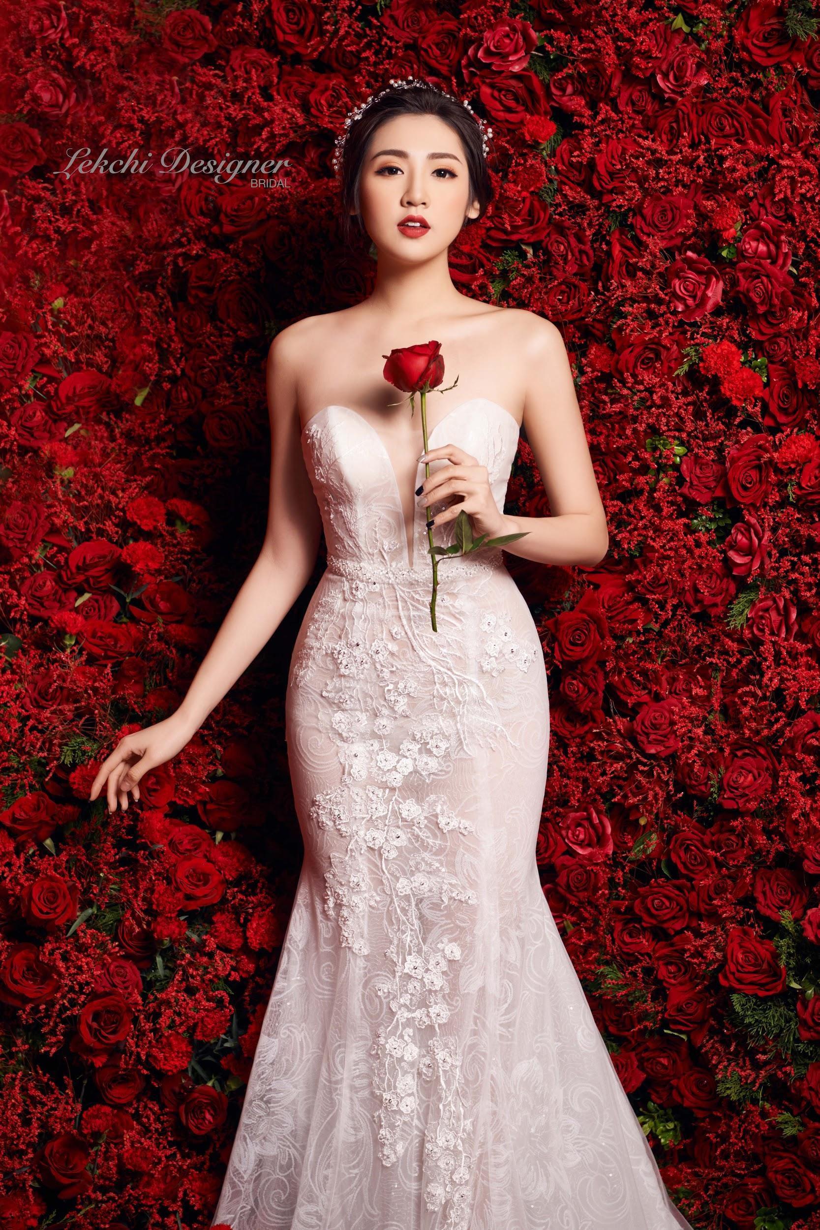 Á hậu Tú Anh hoá công chúa tuyết trong mẫu váy cưới gắn kim cương cực lộng lẫy của NTK Lek Chi - Ảnh 3.