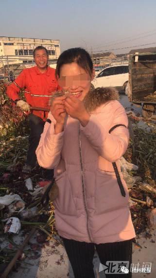 Lỡ tay vứt nhầm nhẫn kim cương vào thùng rác, người phụ nữ vật vã đào 13 tấn rác để tìm kiếm - Ảnh 4.