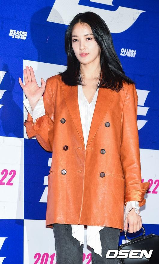 Sự kiện gây sốt: Cặp đôi Reply 1988 bất ngờ đụng độ, Yoona cùng dàn tài tử, idol siêu hot đến ủng hộ Hyun Bin - Ảnh 22.