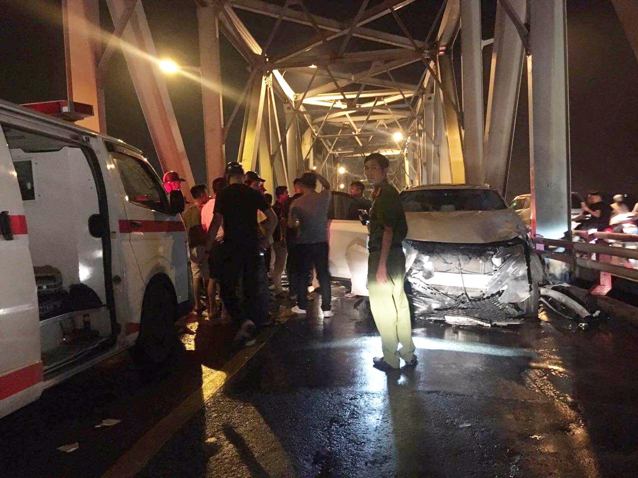 3 người thương vong sau tai nạn nghiêm trọng trên cầu Chương Dương trong đêm - Ảnh 4.