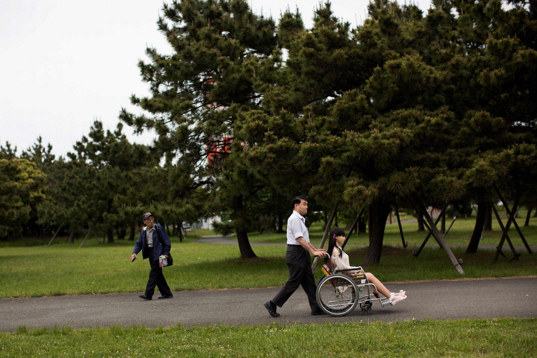 Cuộc sống cô quạnh của đàn ông Nhật Bản bên búp bê tình dục - Ảnh 15.