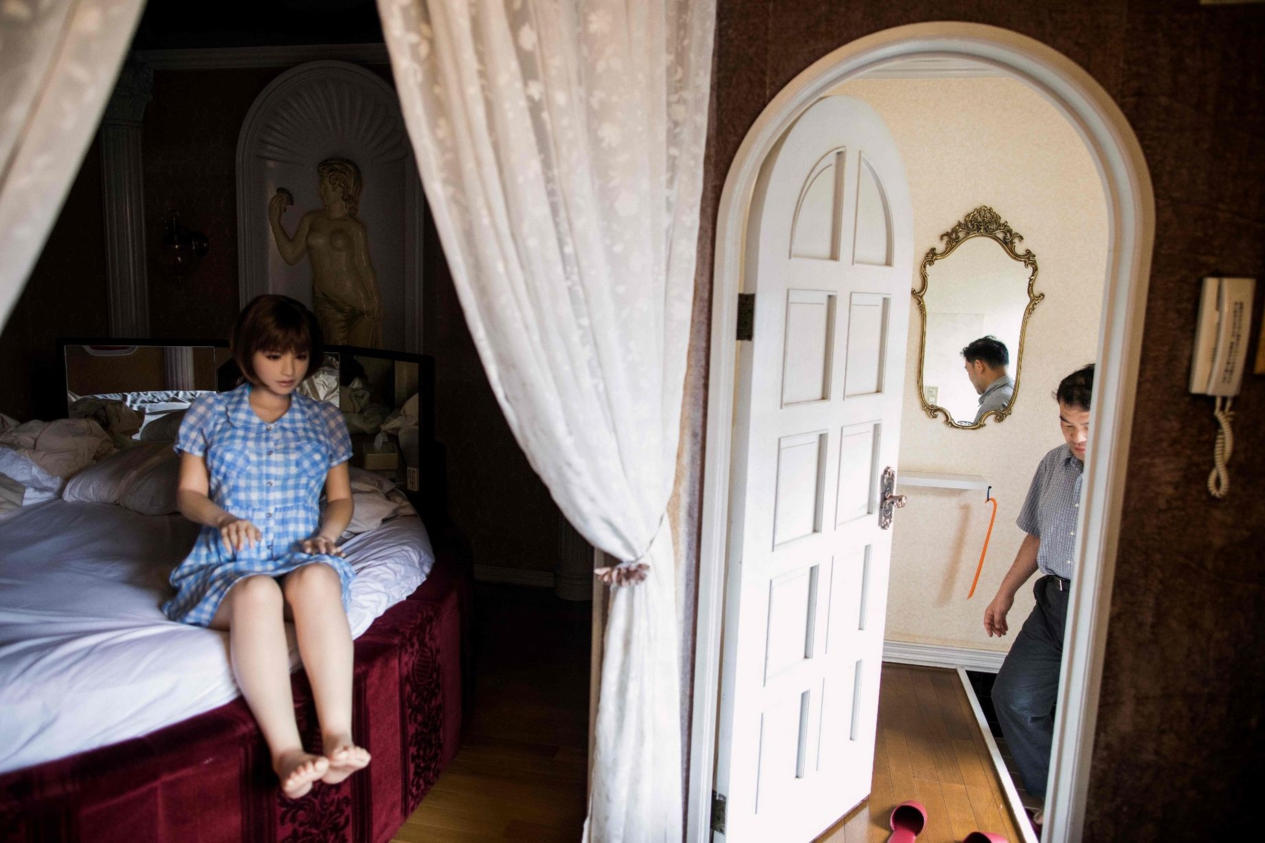 Cuộc sống cô quạnh của đàn ông Nhật Bản bên búp bê tình dục - Ảnh 18.