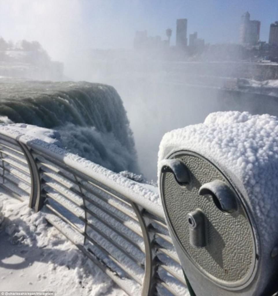 Cảnh tượng đáng sợ nhưng cũng hiếm gặp: Thác nước hùng vĩ bậc nhất nước Mỹ đóng băng dưới thời tiết giá lạnh - Ảnh 5.
