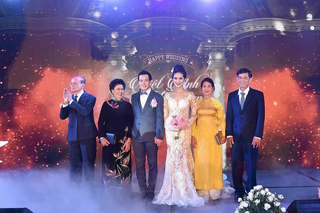 10 đám cưới Việt trong năm 2017 không phải của sao showbiz nhưng cực kỳ xa hoa khiến MXH nô nức chỉ dám nhìn không dám ước - Ảnh 29.
