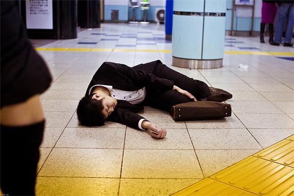 Nhật Bản giảm số giờ làm khi tỉ lệ tử vong vì làm việc kiệt sức có xu hướng tăng cao - Ảnh 4.