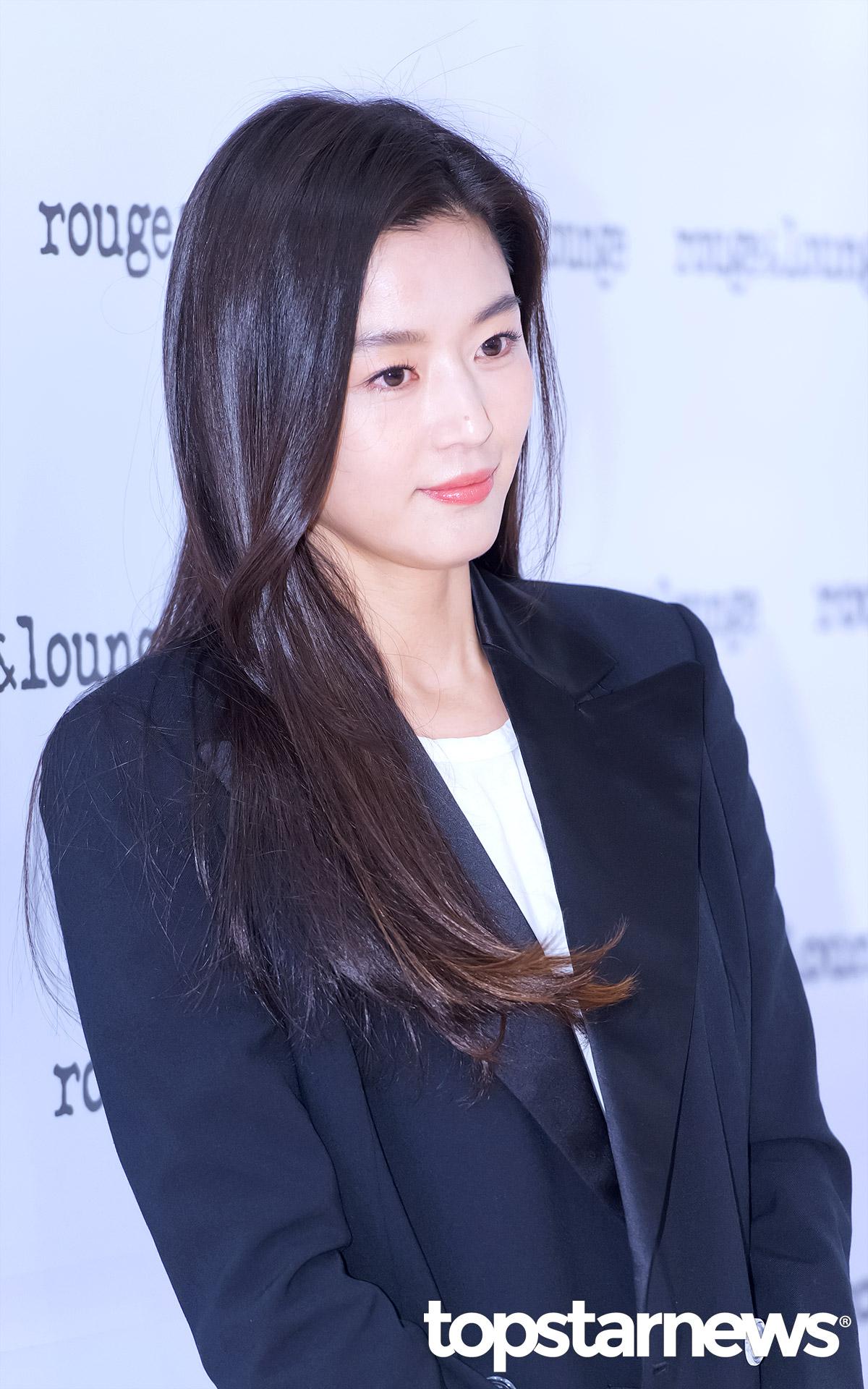 Hết gây xôn xao với nhà 650 tỉ, Jeon Ji Hyun lại xuất hiện như bà hoàng giữa dàn vệ sĩ hùng hậu - Ảnh 6.