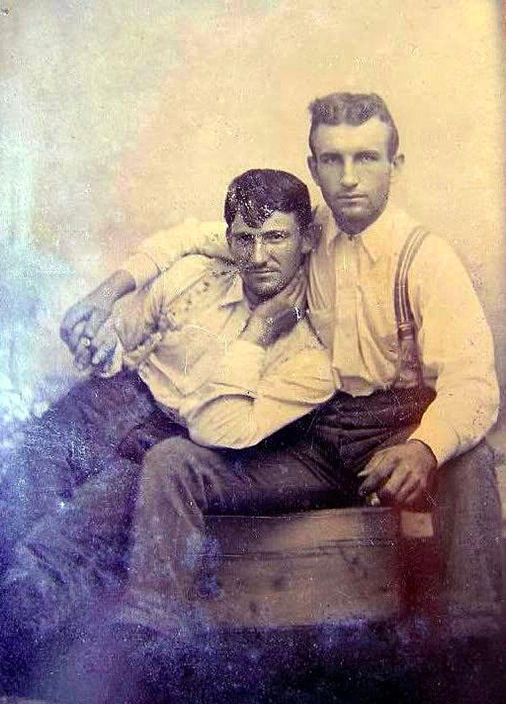 Những hình ảnh thân mật của các chàng trai cách đây 100 năm: Đồng tính không phải trào lưu - Ảnh 7.