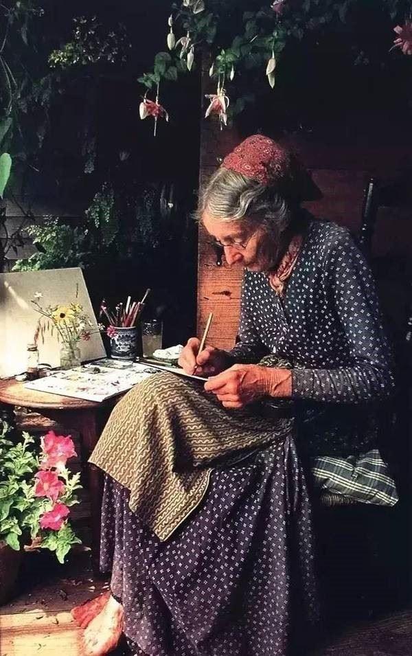 Ngôi nhà cổ tích có thật của bà cụ 92 tuổi khiến ai ai cũng phải trầm trồ, ước mơ - Ảnh 4.