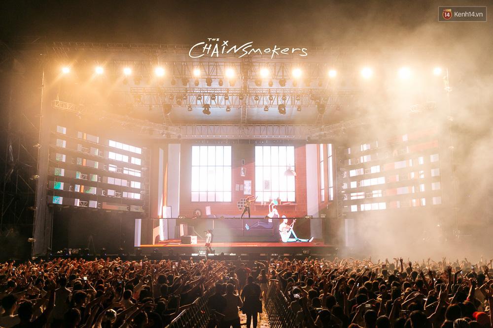 The Chainsmokers khiến khán giả Việt Nam vỡ òa với màn biểu diễn đầy nhiệt huyết suốt 2 tiếng - Ảnh 6.