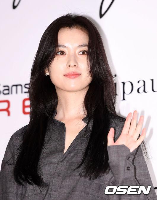 Han Hyo Joo và Sung Yuri: 2 nữ thần hàng đầu khoe sắc tại 2 sự kiện, khán giả đau đầu không biết ngắm ai - Ảnh 4.