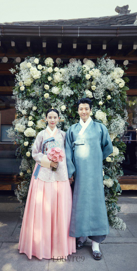 Jo Yoon Hee khoe ảnh bụng bầu bên chồng Lee Dong Gun: Thoát mác con ghẻ quốc dân vì quá hạnh phúc!