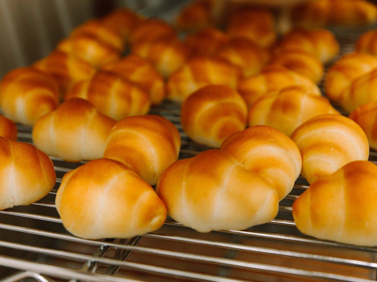 Có gì tại tiệm bánh mì Nhật Bản, hoạt động 74 năm và chỉ bán 2 loại bánh nhưng vẫn nườm nượp khách? - Ảnh 6.