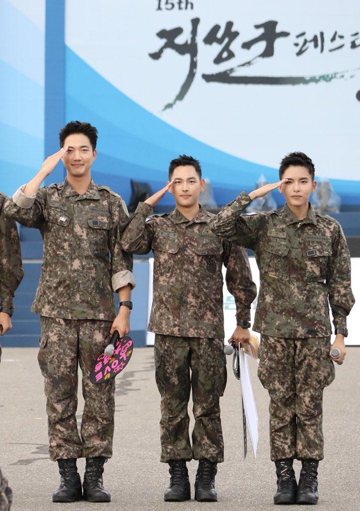 Biệt đội mỹ nam hàng đầu xứ Hàn trong quân ngũ thành hiện tượng vì đẹp hơn cả Hậu duệ mặt trời - Ảnh 4.