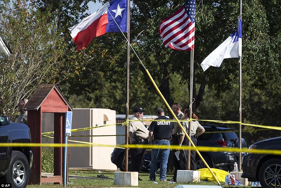 Khung cảnh thương tâm tại nhà thờ, nơi gần 60 người thương vong trong vụ xả súng đẫm máu tại bang Texas, Mỹ - Ảnh 5.