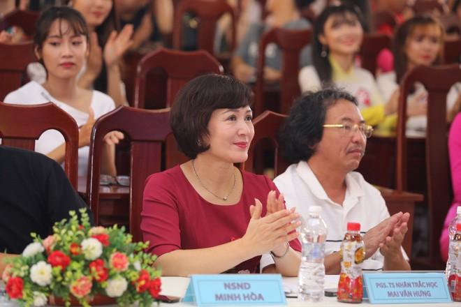 NSND Minh Hòa là một trong những thành viên của Hội đồng giám khảo vòng sơ khảo.