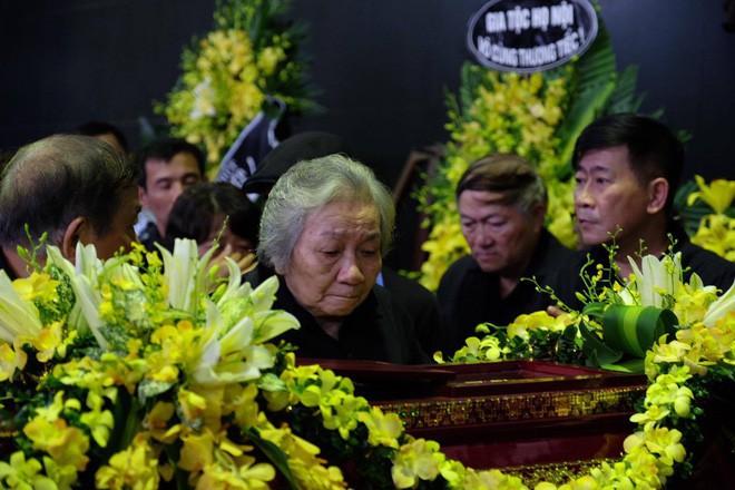 Người thân bật khóc bên linh cữu cụ bà Hoàng Thị Minh Hồ - người hiến hơn 5.000 lượng vàng cho nhà nước - Ảnh 4.