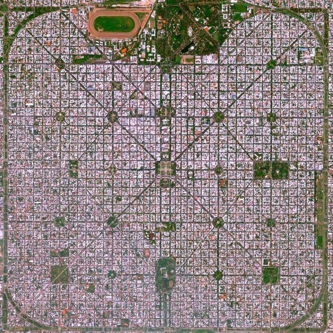 Đây là thành phố ngăn nắp nhất Trái Đất này, hãy nhìn ảnh chụp từ vệ tinh, bạn sẽ không tin nổi vào mắt mình - Ảnh 4.