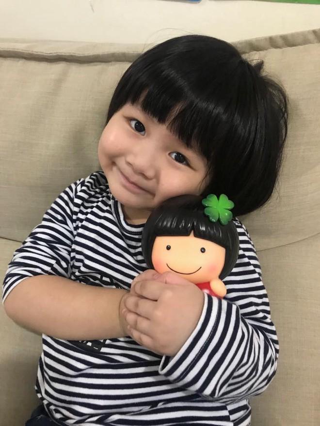 Màn đối đáp lém lỉnh giữa bố và cô con gái 2 tuổi khiến người xem đầy thích thú - Ảnh 4.