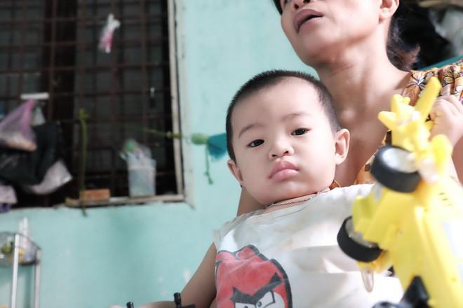 """Mẹ bỏ rơi khi mới 10 ngày tuổi, bé trai bệnh ung thư máu được """"người dưng"""" cưu mang suốt 2 năm trời - Ảnh 4."""