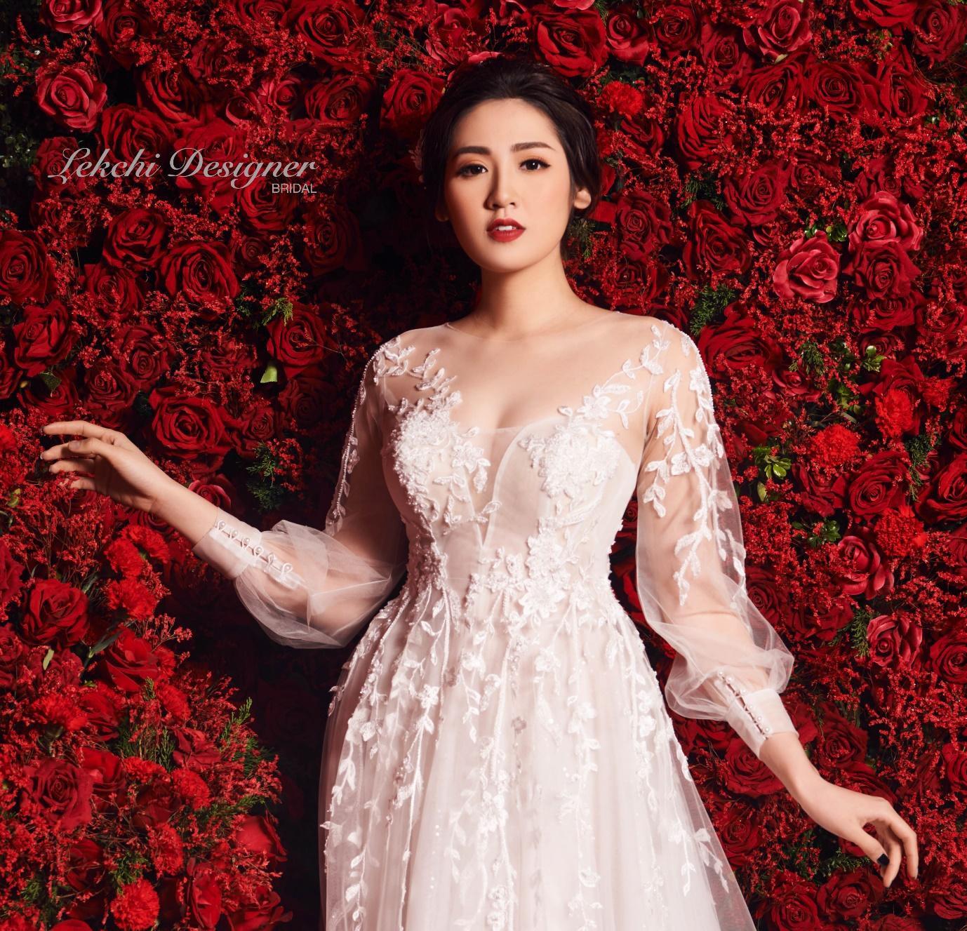 Á hậu Tú Anh hoá công chúa tuyết trong mẫu váy cưới gắn kim cương cực lộng lẫy của NTK Lek Chi - Ảnh 4.