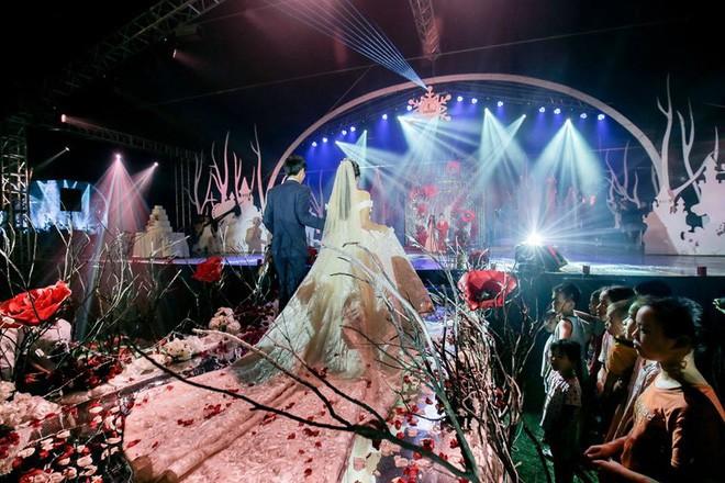 10 đám cưới Việt trong năm 2017 không phải của sao showbiz nhưng cực kỳ xa hoa khiến MXH nô nức chỉ dám nhìn không dám ước - Ảnh 37.