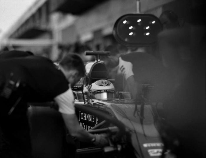 Nhiếp ảnh gia chớp khoảnh khắc của những chiếc xe đua Công thức 1 với chiếc máy ảnh 104 tuổi, và đây là kết quả - Ảnh 8.