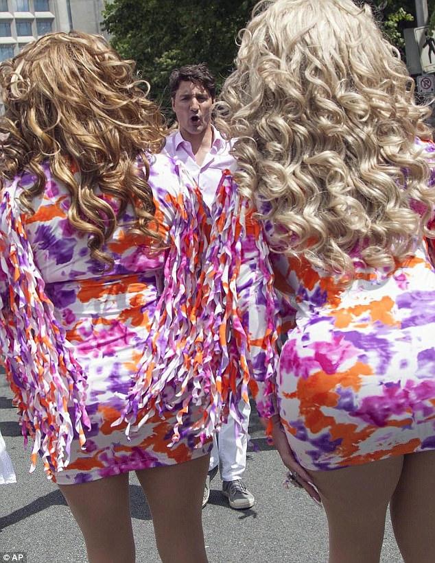 Thủ tướng Canada xuất hiện rạng rỡ cùng những người chuyển giới trong buổi tuần hành tự hào LGBT - Ảnh 2.