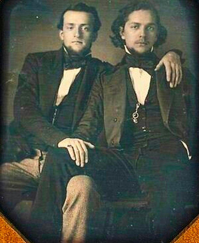 Những hình ảnh thân mật của các chàng trai cách đây 100 năm: Đồng tính không phải trào lưu - Ảnh 9.