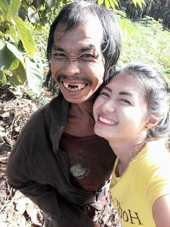 Đăng ảnh chụp cùng người cha mắc bệnh tâm thần, cô gái xinh đẹp châm ngòi cho cuộc khẩu chiến trên mạng xã hội - Ảnh 5.