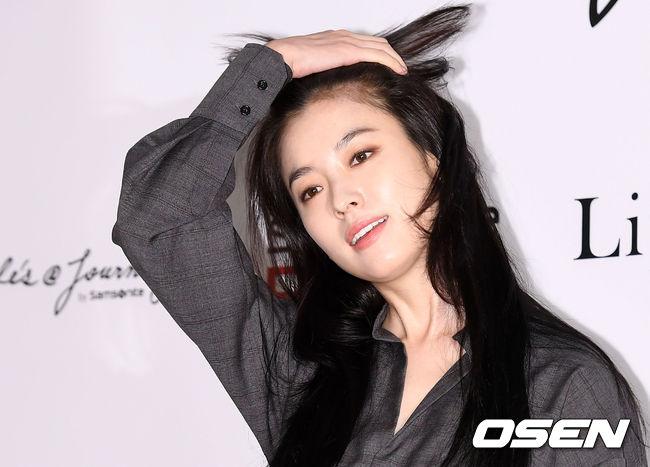 Han Hyo Joo và Sung Yuri: 2 nữ thần hàng đầu khoe sắc tại 2 sự kiện, khán giả đau đầu không biết ngắm ai - Ảnh 5.