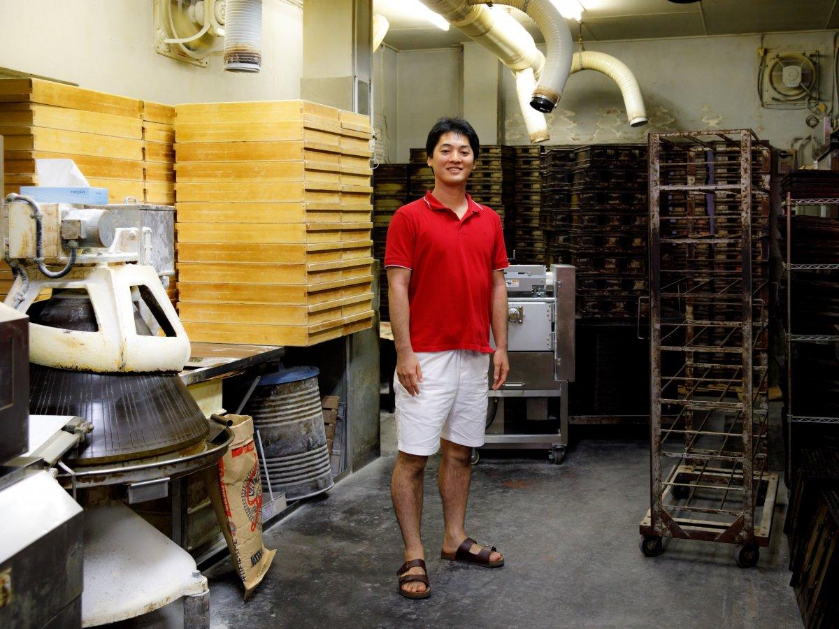 Có gì tại tiệm bánh mì Nhật Bản, hoạt động 74 năm và chỉ bán 2 loại bánh nhưng vẫn nườm nượp khách? - Ảnh 8.