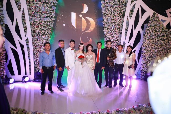 Ở Việt Nam cũng có những siêu đám cưới xa hoa, huy động hàng chục vệ sĩ để bảo vệ dàn khách mời toàn người nổi tiếng - Ảnh 6.