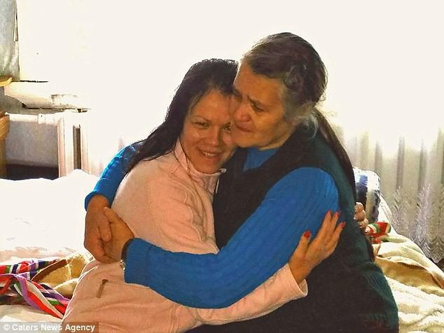Bỏ qua lời dị nghị của hàng xóm, 39 năm sau cặp vợ chồng mới phát hiện sự thật đau lòng về cô con gái - Ảnh 5.