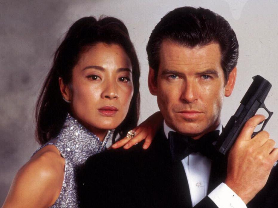 Sau nỗi đau mất vợ con, tài tử Điệp viên 007 tìm được tình yêu mới và họ yêu nhau suốt 23 năm dù cô ấy béo, xấu thế nào - Ảnh 5.