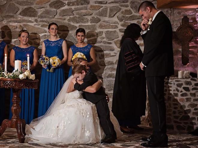 Vợ cũ cùng con riêng của chồng đến dự hôn lễ, cô dâu lên tiếng phát biểu khiến ai cũng khóc rất nhiều - Ảnh 5.