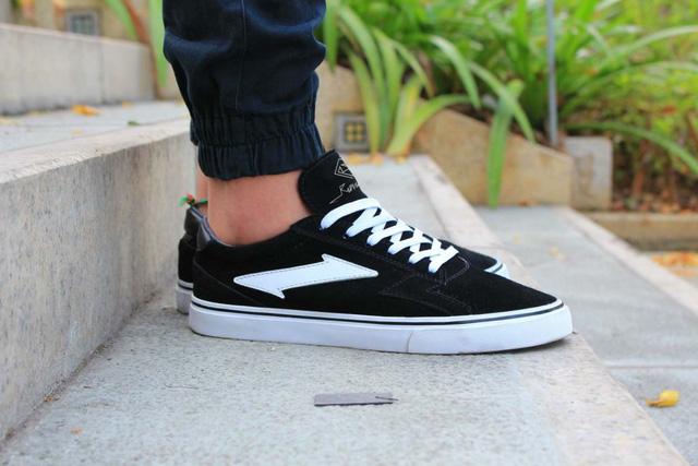 Tự thiết kế, tự sản xuất giày thương hiệu riêng, chàng trai sinh năm 1993 mang khát vọng bảo vệ đôi chân Việt - Ảnh 6.