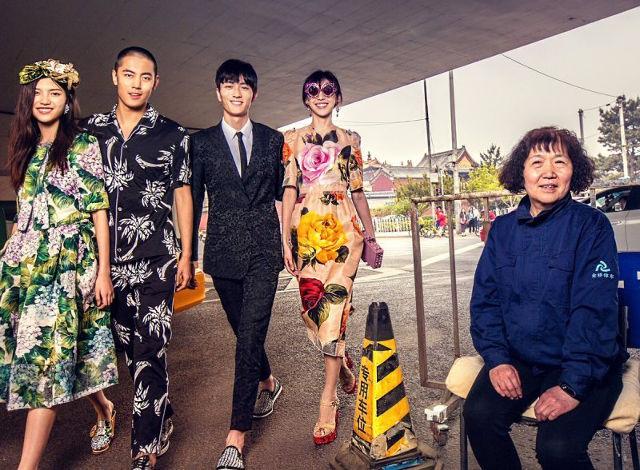 Dolce & Gabbana bị cư dân Trung Quốc chỉ trích vì bôi xấu hình ảnh quốc gia trong loạt hình mới nhất - Ảnh 6.