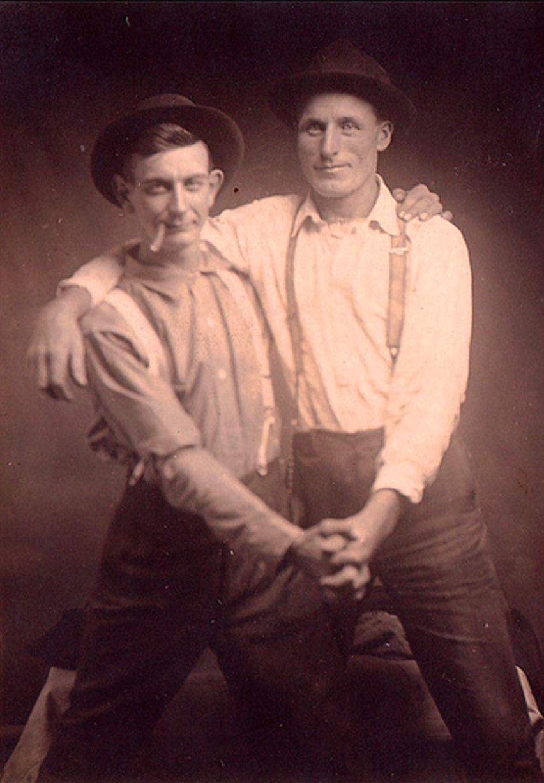 Những hình ảnh thân mật của các chàng trai cách đây 100 năm: Đồng tính không phải trào lưu - Ảnh 6.